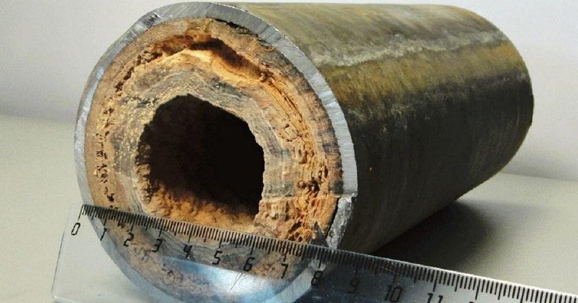 水垢严重的锅炉管道